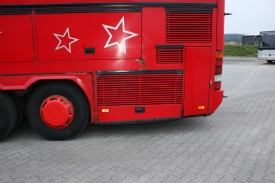 2001_neoplan122l_red_10
