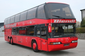 2001_neoplan122l_red_1