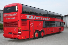2001_neoplan122l_red_4