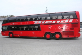 2001_neoplan122l_red_6